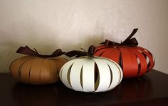Scary and Cheap DIY Halloween decorations and crafts projects from recycled materials.Handmade decorations from paper,mason jars,pumpkins Fall Paper Crafts, Easy Fall Crafts, Thanksgiving Crafts, Thanksgiving Decorations, Diy Paper, Holiday Crafts, Holiday Fun, Pumpkin Decorations, Paper Ribbon