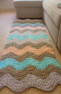 Alfombra trapillo Love this for rectangle look Crochet Mat, Crochet Rug Patterns, Crochet Carpet, Crochet Designs, Crochet Doilies, Crochet Pillow, Free Crochet, Crochet Home Decor, Fabric Yarn