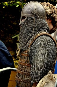 Viking warrior in full chain mail/leather armour Viking Armor, Viking Men, Viking Helmet, Viking Life, Arm Armor, Medieval Armor, Medieval Fantasy, Ancient Armor, Viking Ship
