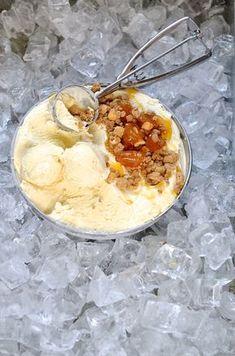 Desserts and sweets Ice Creams Local favourites Milk tart ice cream with gingerbread crumble Tart Recipes, Sweet Recipes, Custard Recipes, Kos, Best Homemade Ice Cream, Milk Tart, Frozen Yoghurt, South African Recipes, Ice Cream Recipes