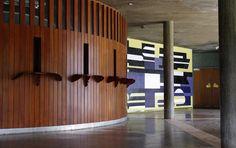 Corredor de acceso, sala de conciertos.  Mural tríptico Pascual Navarro, 1954.  Universidad Central de Venezuela.