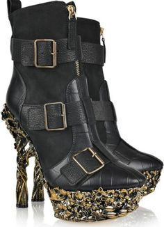 awesome gold and black! I have the ~perfect~ outfit for these *sigh*