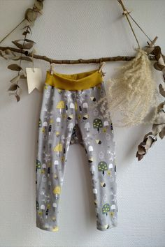 When creating your child´s wardrobe, you have many things to consider: are the clothes cormfortable, can they be combined with different items into stylish outfits, will they fit for a long time? Our leggings combine all of these: they come with an extra wide & strechty waistband, so no tight elastic cuts into your babies belly. They are great both worn as pants or in combination with skirts or dresses. And the extra wide waistband allows your child to wear the leggins for a long time. Stylish Outfits, Kids Outfits, Tights, Leggings, Baby Belly, Kids Clothing, Your Child, Babies, Skirts