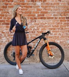 Sometimes people taking part in specific disciplines of cycling will purchase a specialized mtb, developed for the discipline. While cross-country, freerider and enduro are the most common discipli… Bicycle Women, Bicycle Girl, Olympic Cyclists, Radler, Female Cyclist, Cycling Girls, Cycle Chic, Cool Bike Accessories, Bike Style