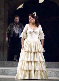 Hadar Halevy (Carmen) witrh Marco Berti (Don José, in background) in the 2006 production of Carmen at San Francisco Opera