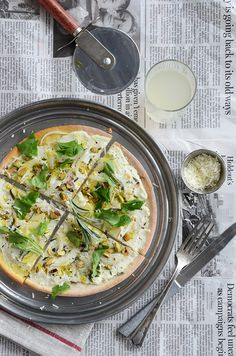 Pistachio + Rosemary White Pizza {And a Gourmet Oil + Vinegar Giveaway}