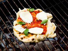 Pizza Margarita på grillen