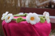 """Filzblütenkranz """" Elfenzauber"""" in Weiß von Jalda auf www.DaWanda.com/Shop/Jalda-Filz #Elfen #Kinder #DIY #Kostüm #Fasching #Verkleiden"""