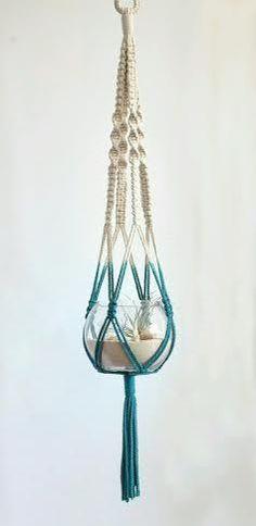 Olá minhas lindas!! =)   Vocês já viram os suportes para vasos com nós??? É lindo e super artístico!  Na verdade eu já tinha visto mas não s...