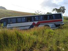 Caminhão colide com ônibus com 38 pessoas e fere universitária no Litoral Sul da PB   Tô de Olho Em Você