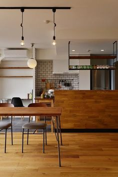 Kitchen design ideas for your next project. We have all the kitchen planning inspiration you need for the heart of your home, whatever your style and budget. Modern Houses Interior, Interior Decorating, Wood Dining Room, Home, Interior Design Kitchen, House Rooms, House Interior, Home Kitchens, Interior Deco