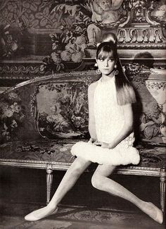 fashion photography editorial -Jane Birkin in Vogue, Photo by Norman Parkinson Serge Gainsbourg, Gainsbourg Birkin, Jane Birkin, Look Girl, Up Girl, 1960s Fashion, Vintage Fashion, Vogue Fashion, French Fashion