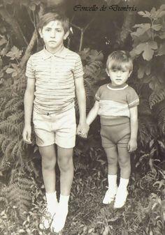 Dous nenos da man. Cedida por Ezaro.com