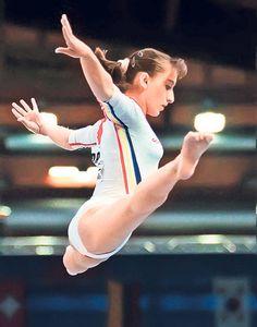 Gina Gogean (Romania) on balance beam at the 1996 Atlanta Olympics Gymnastics Facts, Gymnastics Tricks, Gymnastics Workout, Gymnastics Pictures, Sport Gymnastics, Artistic Gymnastics, Olympic Gymnastics, Olympic Sports, Rhythmic Gymnastics