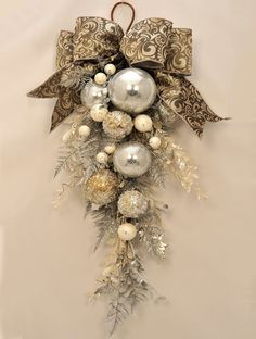 Keep it simple with a few baubles in a single colour and then dress this up with ribbons and lace for a beautiful arrangement