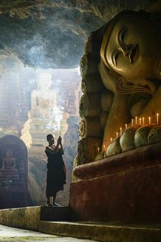 Monk and Buddha Lotus Buddha, Art Buddha, Buddha Buddhism, Buddhist Monk, Buddhist Temple, Buddhist Art, Meditation Images, Free Meditation, Travel Photographie