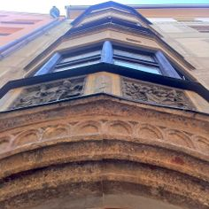 Mittelalterlicher Erker in der #Innsbrucker #Innenstadt. Innsbruck, Louvre, Building, Travel, Middle Ages, Viajes, Buildings, Trips, Construction