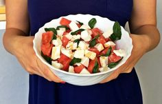 Orzeźwiająca sałatka z arbuza z fetą na upalne dni. Przygotujecie ją w 5 minut! Dobra do dań z grilla czy jako lunchbox do pracy. Składniki: arbuz …