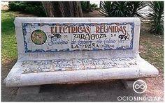 """Publicidad en un soporte """"vintage"""". Bancos de cerámica en el Jardín Botánico de Zaragoza. Parque Jose Antonio Labordeta"""