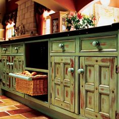A well-designed, welcoming, and functional kitchen space can be attained with the use of distressed kitchen cabinets. Distressed kitchen cabinets perfectly complement certain decor, such as country, rustic or shabby-chic. Distressed Kitchen Cabinets, Green Kitchen Cabinets, Kitchen Cabinet Colors, Painting Kitchen Cabinets, Kitchen Paint, Rustic Cabinets, White Cabinets, Kitchen Laminate, Teal Kitchen
