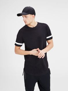 Long line black t-shirt with white stripe details in the sleeves, made from cotton | JACK & JONES #core