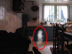 Hollywood horror film sparks supernatural craze as viewers send in ghostly images | MYXed!