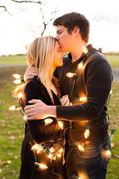 61 Trendy Funny Christmas Cards For Couples Pictures Dog Christmas Pictures, Merry Christmas Photos, Christmas Couple, Funny Christmas Cards, Holiday Pictures, Christmas Outfits, Outdoor Christmas, Christmas Ideas, Christmas Tree
