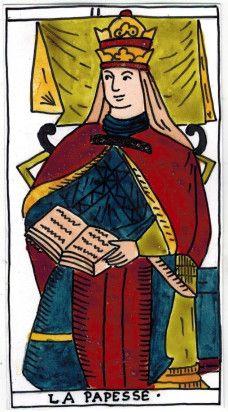 La Papesse – Female Pope in the Hes – Derua Tarot