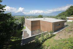 Haus DB Klaus — ARCHITEKTUR Jürgen Hagspiel Modern House Design, Modern Houses, Concrete Wood, House On A Hill, Cabana, Outdoor Furniture, Outdoor Decor, Shed, Villa