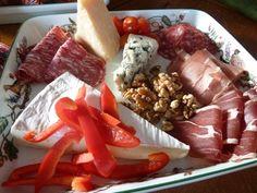 Forslag til 17.mai lunsj,minikoldt bord, med Dronning Mauds fromage til dessert. (matgladilavkarbo) Dairy, Cheese, Food, Blogging, Meal, Eten, Meals