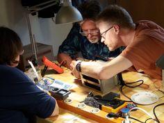 Gemeinsam mit Expertinnen und Experten Alltagsgegenstände reparieren im Reparaturcafé Braunschweig - Karlstraße 95 in Braunschweig - immer am zweiten Samstag des Monats!