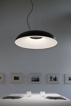 A structure that protects the light Suspended in mid-air, its body rotund, powerful, sinuous. Like a resting beetle, it seems to be waiting for the right moment to take flight. Elegant and exclusive; the internal structure diffuses and preserves the preciousness of the light, protecting your eyes.