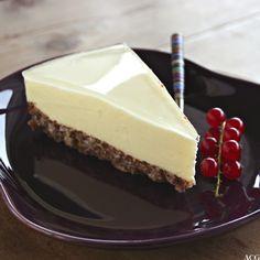 Bilde av et stykke ostekake med gelelokk Snack Recipes, Snacks, Pudding Desserts, Prosecco, Christmas And New Year, Yummy Cakes, Delish, Cheesecake, Food And Drink