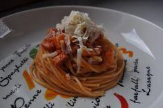 """chef ma non impegna: """"pastasciutta"""" con salsa pomodoro ciliegino, pancetta affumicata su spolverata di parmigiano grattugiato"""