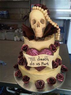 Skull cake for the alternative wedding Skull Wedding Cakes, Funny Wedding Cakes, Wedding Cake Toppers, Punk Wedding, Pirate Wedding, Gothic Wedding, Gothic Cake, Funny Cake Toppers, Little Cakes