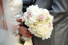 I love this soft bouquet! Peonies, garden roses, roses + spray roses and hydrangea.