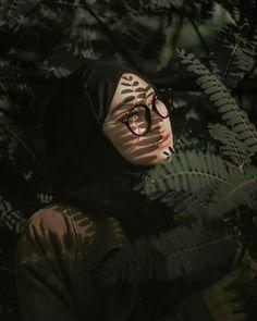 Modern Hijab Fashion, Hijab Fashion Inspiration, Muslim Fashion, Hijabi Girl, Girl Hijab, Hijab Hipster, Beautiful Hijab Girl, Hijab Drawing, Hijab Cartoon