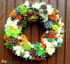 Itt az ősz - kopogtató (26 cm) (pinkrose) - Meska.hu Christmas Wreaths, Floral Wreath, Holiday Decor, Home Decor, Christmas Swags, Flower Crown, Decoration Home, Holiday Burlap Wreath, Interior Design