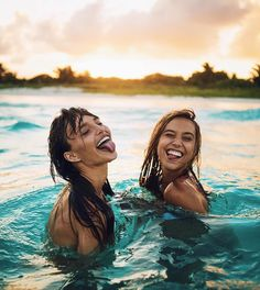 Image about cute in besties by Dreaminclassy on We Heart It Best Friend Pictures, Friend Photos, Beach Pink, Alexis Ren, Foto Instagram, Best Friends Forever, Girlfriends Forever, Beach Best Friends, Poses