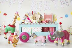 How To Throw a Fantastic Circus Animal Parade Party. Recreate these adorable circus party ideas to celebrate your little one's next birthday! Circus Birthday, Circus Theme, Animal Birthday, 1st Birthday Parties, 2nd Birthday, Birthday Ideas, Birthday Cakes, Party Animals, Animal Party