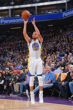 Stephen Curry of the Golden State Warriors shoots the ball against the Sacramento Kings on January 8 2017 at Golden 1 Center in Sacramento California. Stephen Curry Basketball, Nba Stephen Curry, Golden State Warriors Pictures, Sacramento Kings, Sacramento California, Team Player, Bright Stars, Great Shots, Superstar
