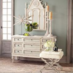 I love the paint colors on this dresser.
