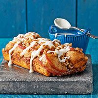 Apple-Cinnamon Pull-Apart Bread. Less than 200 calories per serving! More healthy apple desserts: http://www.bhg.com/recipes/healthy/dessert/healthy-apple-desserts/?socsrc=bhgpin010314applecinnamonbread