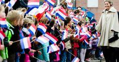 Koningin Máxima heeft op basisschool OBS West in Capelle aan den IJssel het startsein gegeven voor de 'Week van het geld'.
