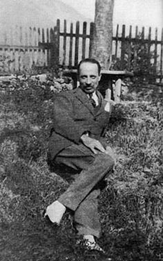 """I think that at least in this photo, Rainier Maria Rilke belongs here in the """"style icons"""" section, don't you?"""
