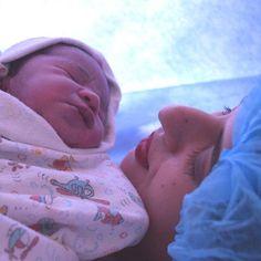 Oi mamães hoje no blog tem meu relato de parto cesárea (minha segunda cesárea). Meu primeiro parto também foi cesárea dessa vez esperei para ver se vinha normal eu queria que dessa vez fosse diferente e tudo parecia que ia ser diferente a gravidez estava bem diferente da primeira só restava esperar.  Minha médica achava que a baby viria de parto normal e que seria entre o natal e ano novo a baby tinha encaixado e eu tinha começado a sentir algumas contrações mas o tempo foi passando e a bebê…