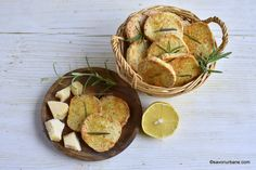 Sărățele cu parmezan, usturoi și rozmarin - rețeta de parmesan rosemary crackers. Biscuiți sărați cu parmezan. Biscuiți aperitiv în stil Tapas, Snack Recipes, Snacks, Pasta, Parmezan, Crackers, Chips, Food, Salads