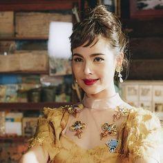 Thai Drama, Fashion Ideas, Crown, Asian, Artists, Dog, Princess, Lady, Beautiful