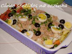 Cinco sentidos na cozinha: Salada fria de bacalhau, atum, batata, tomate e ov...
