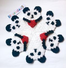 Fotoğraf açıklaması yok. Tapete Floral, Ladoo Gopal, Crochet Cactus, Diy Clothes, Pot Holders, Panda, Elsa, Diy And Crafts, Hello Kitty